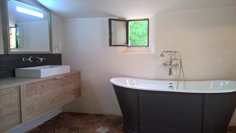 Renovation baignoire fonte photos de conception de maison for Peindre baignoire fonte